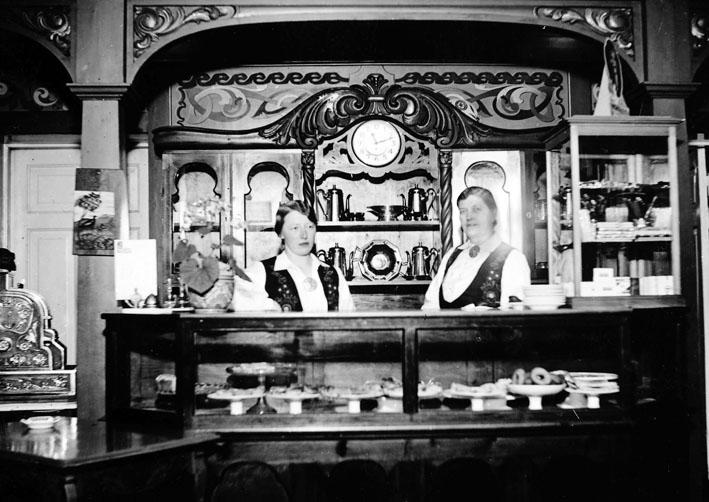 To damer som drev Kaffistova fra 1929 og helt fram til 1966, Valborg Markeng og Alvilde Hoff.