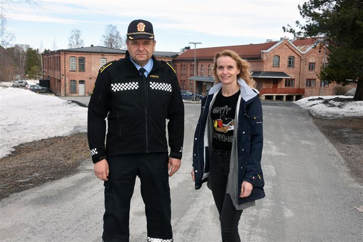 Politikontakt Bjørn Slåtsveen og ordfører Guri Bråthen ber om dialog med innbyggerne.