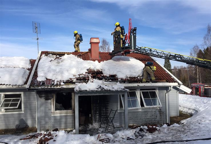 Det er store skader på den delen av rekkehuset der brannen har startet.
