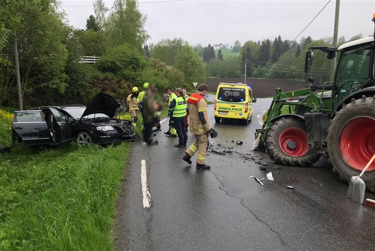 De materielle skadene er store etter ulykken, men det er bare snakk om lettere personskader.