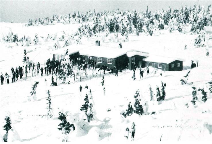 Slik så den opprinnelige Rausteinshytta ut. Foto fra Totenåsløyper.