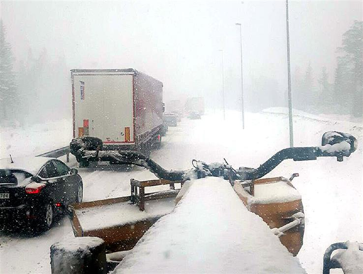 Over Lygna er det store problemer, og trafikken står fast.