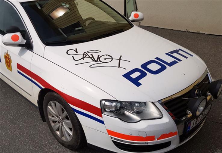 Hvem signerte her? Politiet ber om tips.
