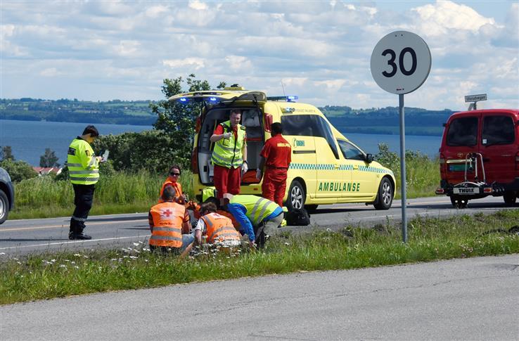 Hjelpekorpsmedlemmer ga god førstehjelp til de skadde.