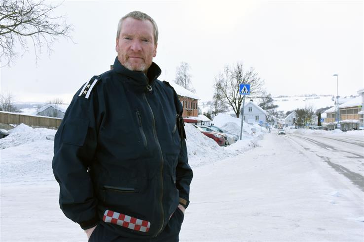 Varabrannsjef Lars-Harald Bergheim sier det ikke er brannvesenet i Østre Toten som kommer for å selge røykvarslere og brannslukkingsutstyr. (Arkivfoto).