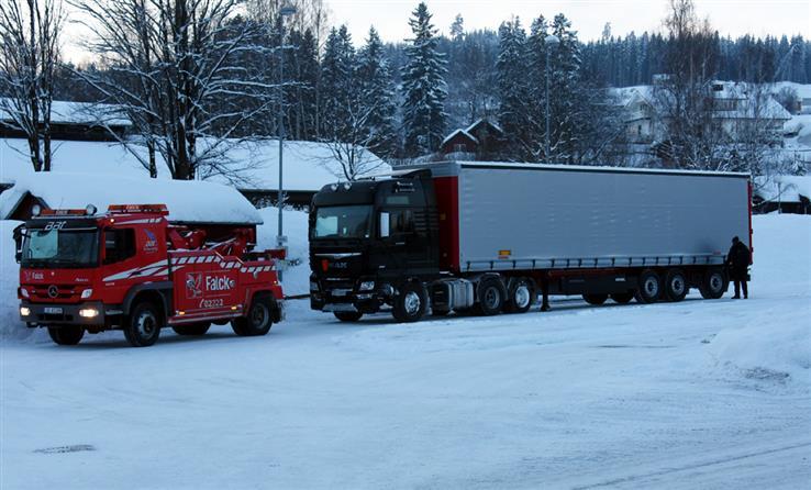 Litt etter klokka 16 fredag kom den havarerte semitraileren fra Bilitt seg til Skreia.