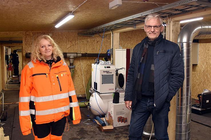 Innkjøringen av det midlertidige renseanlegget på Skreia er i gang. Det er godt nytt for vann- og avløpssjef Elisabeth Harrang og kommunalsjef Bjørn Bollum.