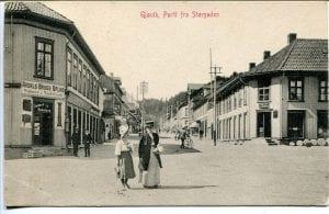 Navnet Falkehjørnet brukes fortsatt av gjøvikensere som har levd en stund, selv om butikken til høyre i bildet forlengst er borte.