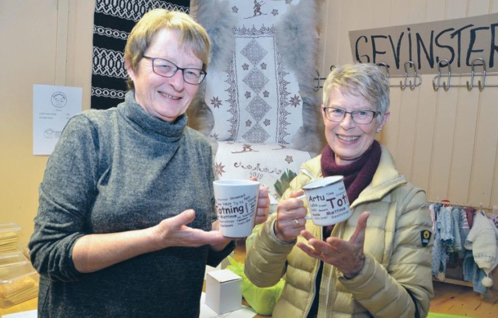 Elisabet Petterson solgte den populære koppen «Totning», og Kari Elisabeth Balke benyttet anledningen til å handle julegave til barnebarnet Dorthe.